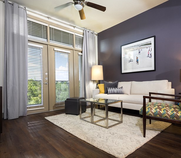 2125 Yale Ceiling Fans and High 9ft Ceilings Houston TX - Houston Heights