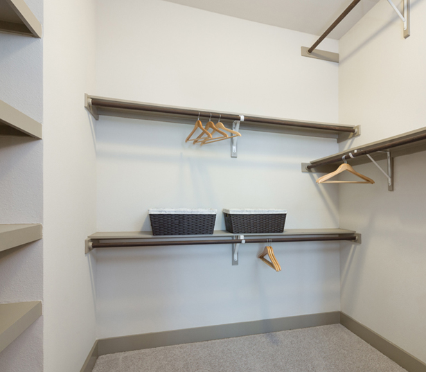 Strata Apartments - Walk-in closets - Lower Greenville Apartments