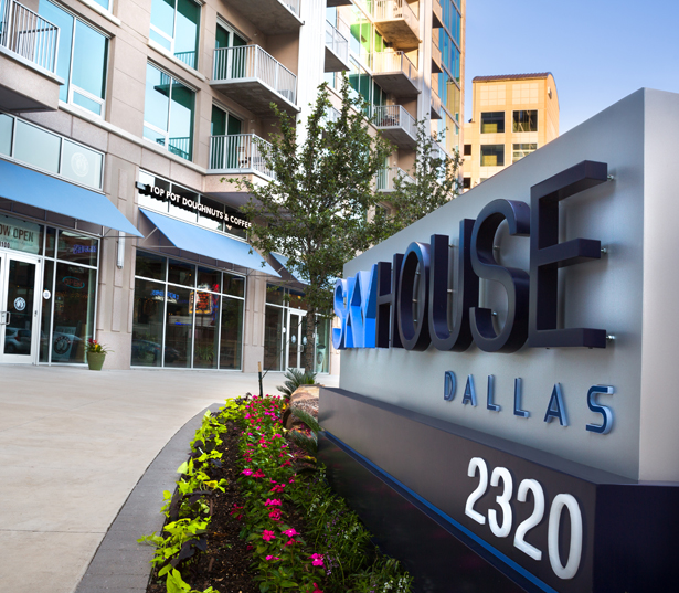 SkyHouse Dallas - Top Pot Doughnuts and Coffee - Apartments in Victory Park