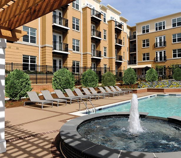 The Reserve At Tysons Corner Swimming pool fountain and sundeck Vienna VA - Tysons Corner