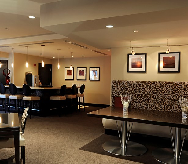 The Reserve At Tysons Corner Resident lounge breakfast bar Vienna VA - Mclean