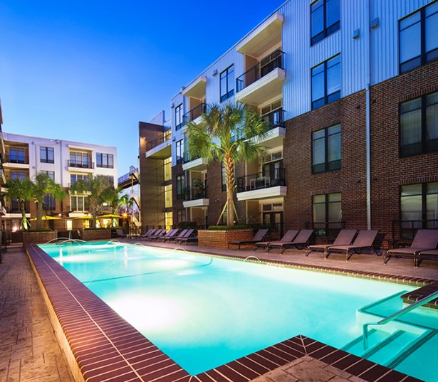 2125 Yale Resort style swimming pool and patio Houston TX - Houston Heights