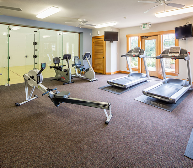 Lake Sammamish apartments - Boulder Creek Indoor racquetball court yoga studio fitness center