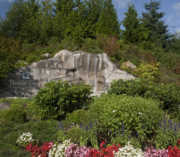 Apartments in Issaquah Highlands - Boulder Creek Beautifully landscaped with water feature