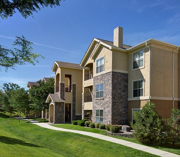 Southeast Aurora apartments for rent - Coyote Ranch Plush landscaping throughout
