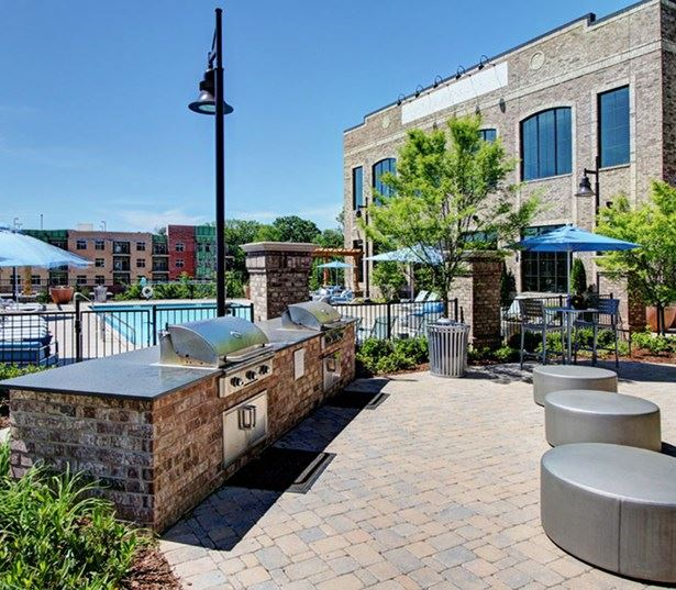 Brentwood apartments near Cool Springs Galleria - Cadence Cool Springs outdoor grill and kitchen