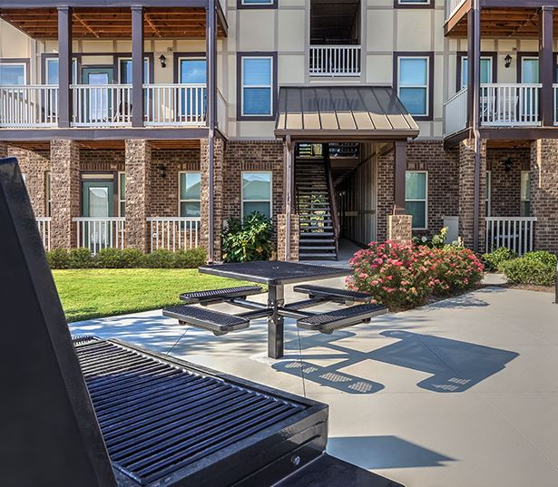 Suwanee apartments near Oracle - Artisan Station Apartments grilling station