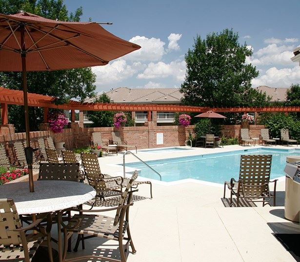 Carriage Place with swimming pool and sun deck and BBQ grills Denver CO - Greenwood Village