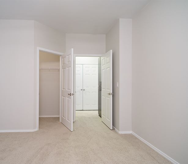 Cascade Summit Apartments and Townhomes for rent in Lake Oswego - walk in closets