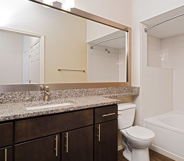 Cascade Summit Apartments and Townhomes for rent in Lake Oswego - Upgraded interiors available