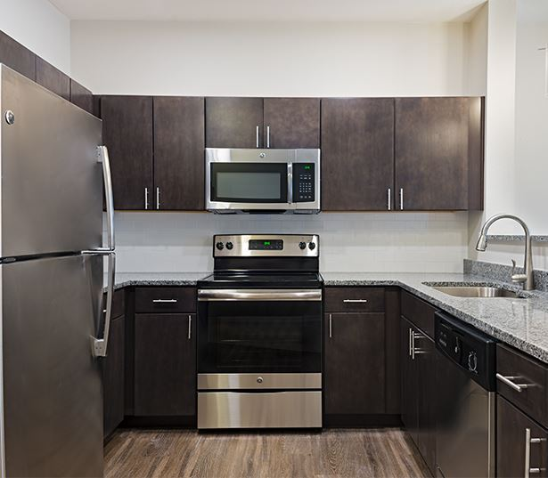 Rosemont Park Apartments for Rent in West Linn OR - Cascade Summit kitchen