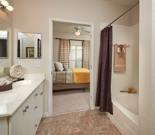 Apartments for rent in Aurora, CO - Coyote Ranch Master bathroom with ceramic tile throughout