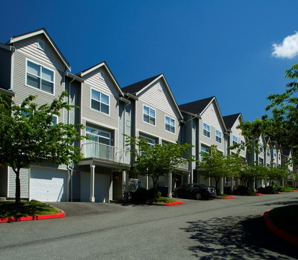 The Timbers at Issaquah Ridge apartments in Gilman - 3 and 4 bedroom townhomes with attached garages