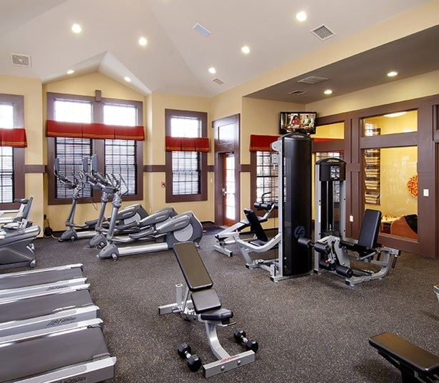 Southeast Aurora apartments for rent - The Sanctuary At Tallyn's Reach Fitness center