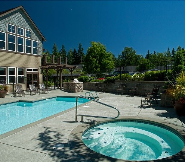 The Timbers at Issaquah Ridge apartments in Issaquah Highlands - Large outdoor swimming pool and spa