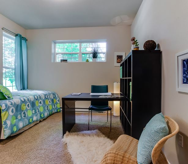 Rentals in West Linn OR by Rosemont Middle School - Cascade Summit - Guest bedroom