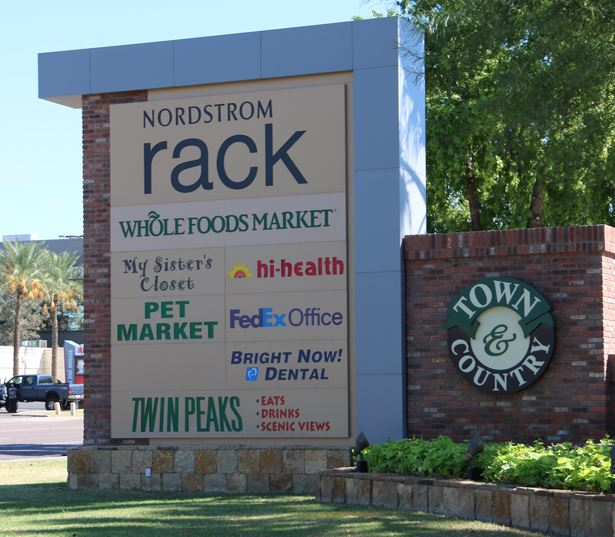 Apartments phoenix az - District at Biltmore nearby shopping center