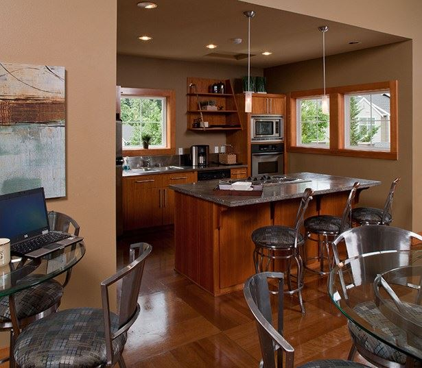 Issaquah apartments - The Timbers at Issaquah Ridge Clubhouse with full service kitchen island