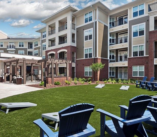 Central Raleigh Apartments in Crabtree - Marshall Park Cornhole lawn in North courtyard