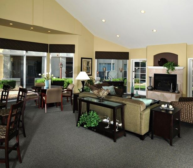 Coronado Crossing apartments near Paragon Charter School - clubhouse with Wi-Fi throughout