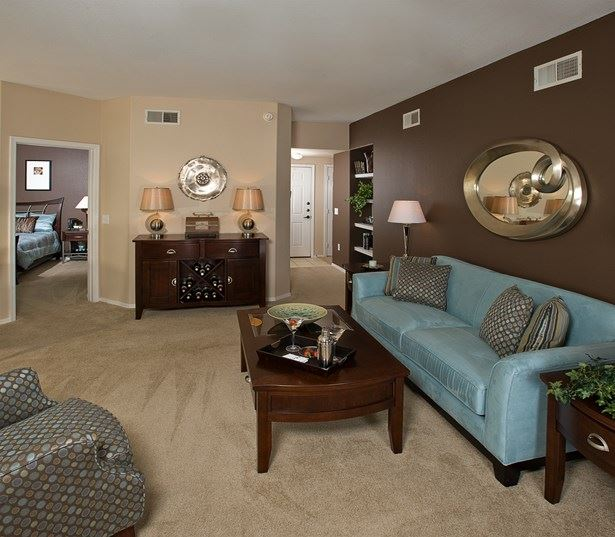 Coronado Crossing apartments for rent near Loop 101 and 202 - Spacious living room model
