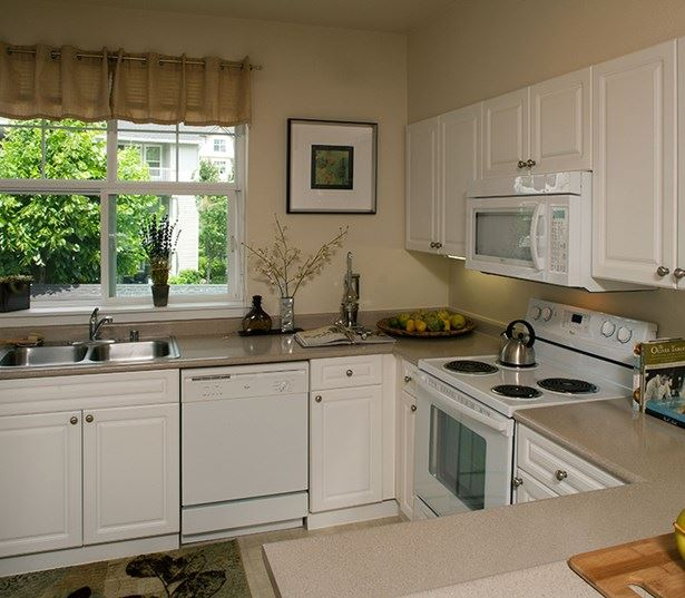 Issaquah Highlands apartments near Amazon - The Timbers at Issaquah Ridge fully equipped kitchen