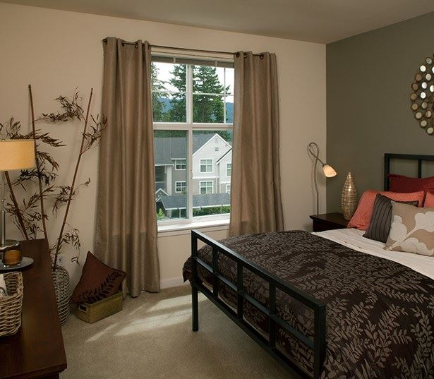 Apartments near Snoqualmie Falls - The Timbers at Issaquah Ridge Second bedroom with walk in closets