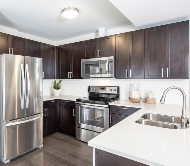 Central Business District apartments for rent in Denver - SkyHouse Denver kitchen