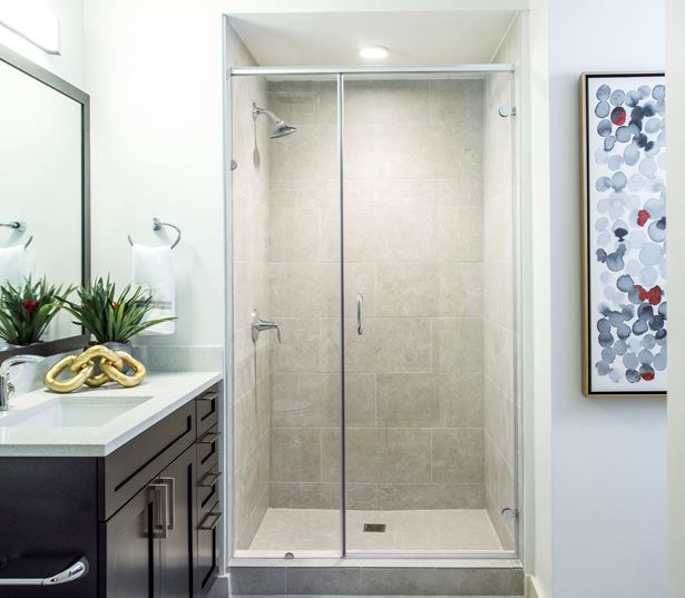 Apartments for rent in Downtown Denver - SkyHouse Denver bathroom