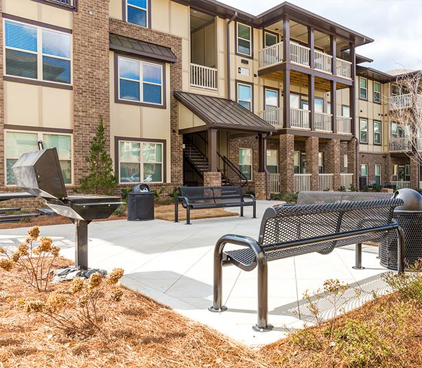 Apartments near Gwinnett Medical Center - Artisan Station Apartments Grilling Stations