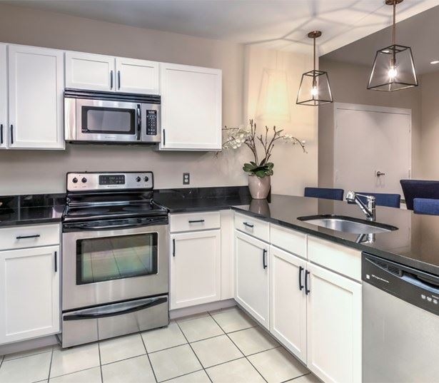 Pearson Square Apartments - apartments Fairfax County - Clubroom