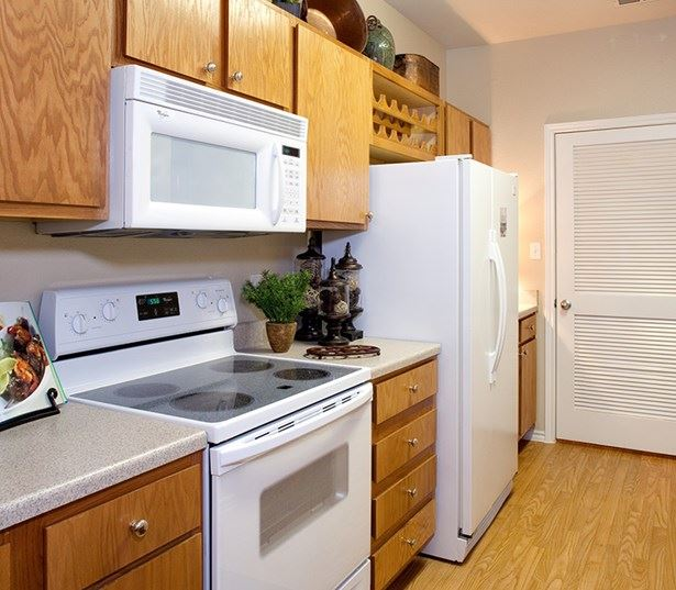 Apartments in Round Rock School District - The Ranch Apartments Modern fully equipped kitchen