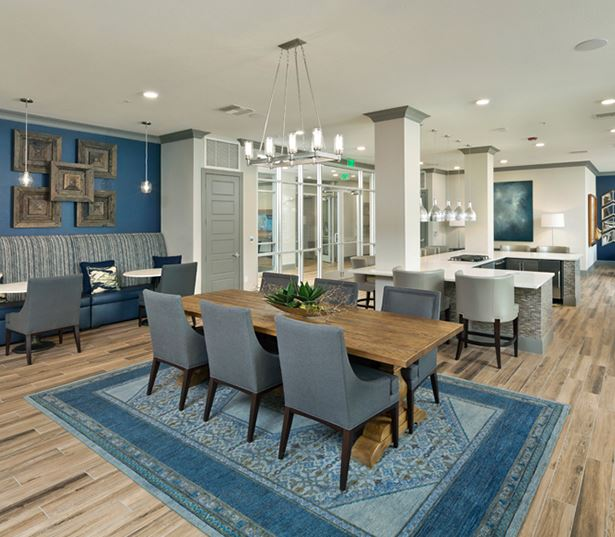 luxury apartments in phoenix - District at Biltmore resident lounge