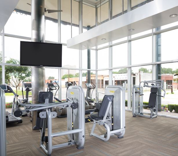 The Icon at Ross - training machines and free weights - Apartments in the Dallas Arts District