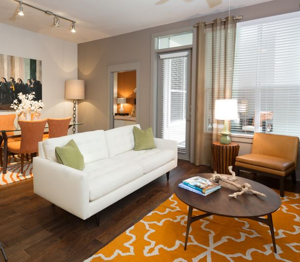 The Icon at Ross features ceiling fans and wood blinds - Uptown Dallas Apartments
