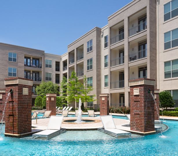 The Icon at Ross - swimming pool - Apartments near Baylor Medical Center Dallas
