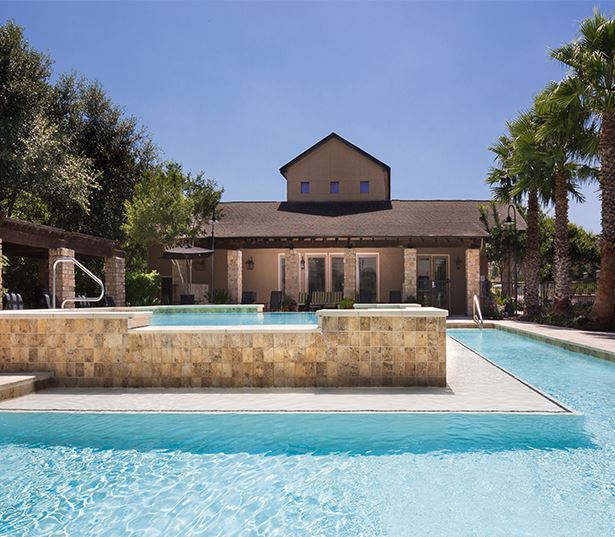 South Austin apartments for rent near Accenture - Ridgeview Resort style swimming pool