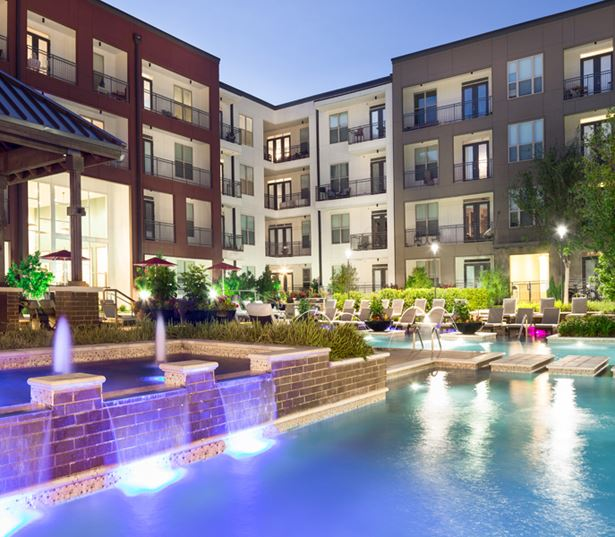 Strata Apartments - Swimming pool and water feature - Lower Greenville Dallas Apartments