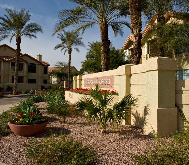Coronado Crossing apartments for rent in the Chandler School District - Entry Monument