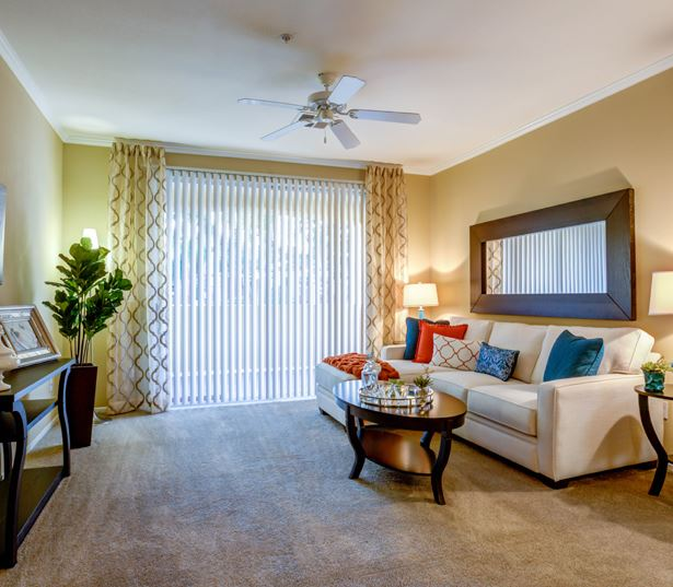 Kierland apartments for rent in North Scottsdale - San Carlos Spacious living room