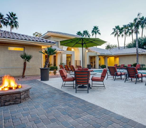 Scottsdale Quarter Apartments near Vanguard and Honor Health - San Carlos Fire Pit