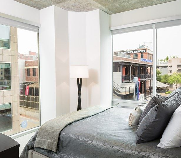 SkyHouse Dallas - Bedrooms with panoramic window views - Apartments in Harwood