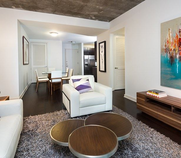SkyHouse Dallas - Dining and entertaining areas - Katy Trail Apartments