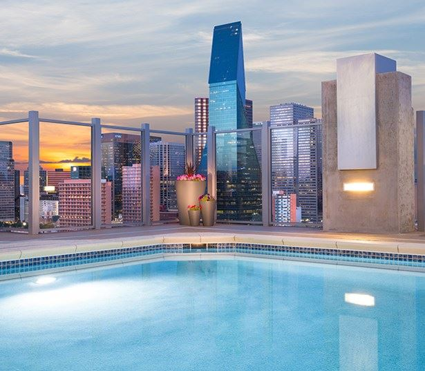Skyhouse Dallas - Rooftop saltwater pool - Apartments in Uptown Dallas