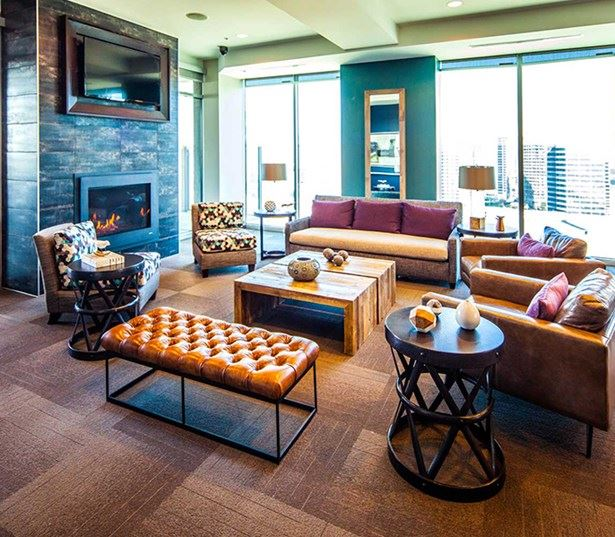 SkyHouse Dallas - Rooftop sky lounge - Apartments in Victory Park