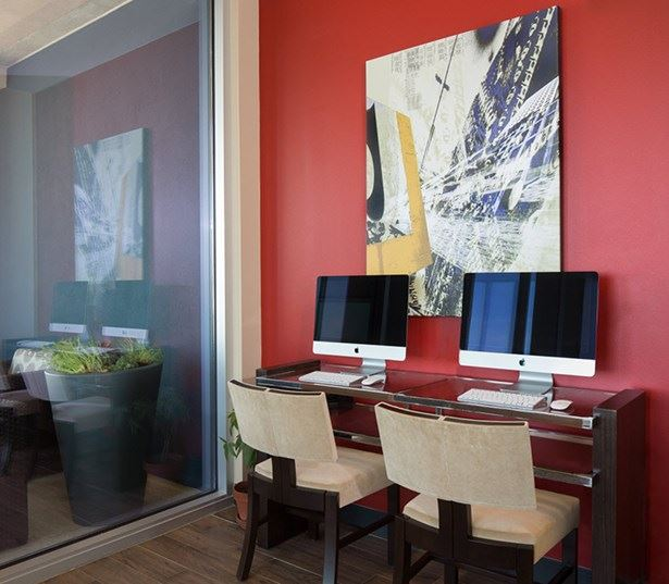 Rainey Street apartments for rent - SkyHouse Austin Business center with computer stations