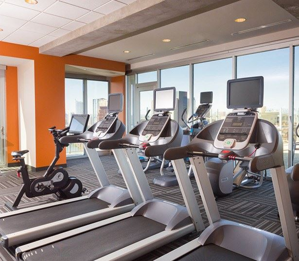Austin tx apartments downtown - SkyHouse Austin Expansive fitness center