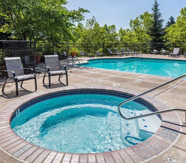 West Linn OR Rentals by Rosemont Ridge Middle School - Cascade Summit - Outdoor spa