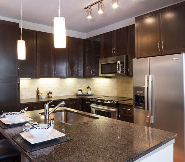 StoneLedge Apartment Homes - Kitchen - Lewisville Apartments for Rent