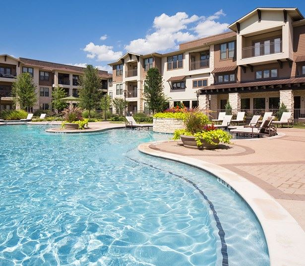 StoneLedge Apartments - Swimming pool - Apartments near DFW Airport